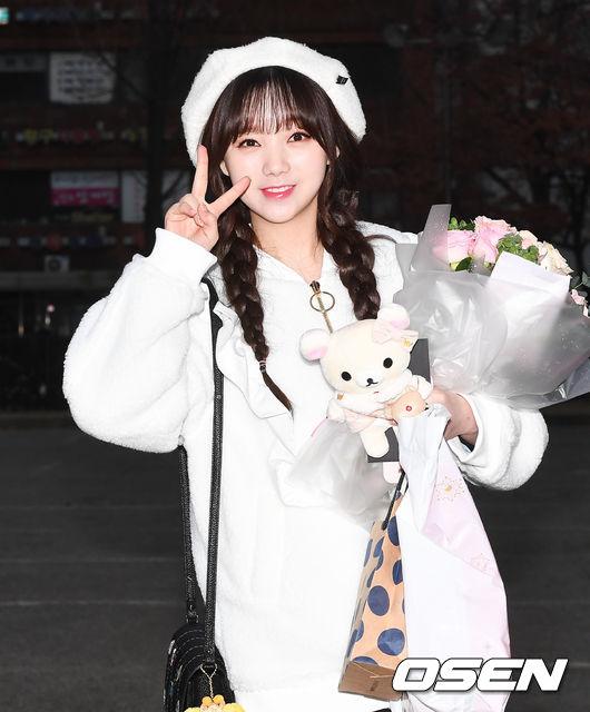 像是主唱Kei不管走到哪邊,都能常看到她戴著貝雷帽或是穿著整身雪白或是粉紅的禮服,偶爾還會背個可愛的後背包,給人鄰家妹妹的感覺