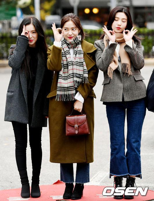 身形嬌小的Irene跟其他成員站在一起,一點也感覺不到她其實是對中最高齡者的高祖奶奶XD