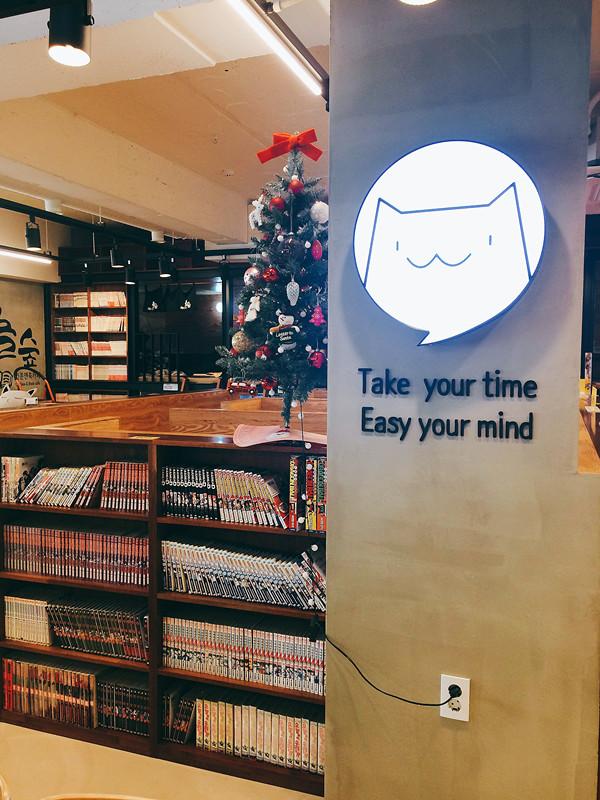 在韓國,咖啡店的確隨處可見,但若要能讓身心疲累、經過瘋狂購物洗禮的小編能夠完全休息的地方,就非Nolsoop(놀숲)咖啡屋莫屬!