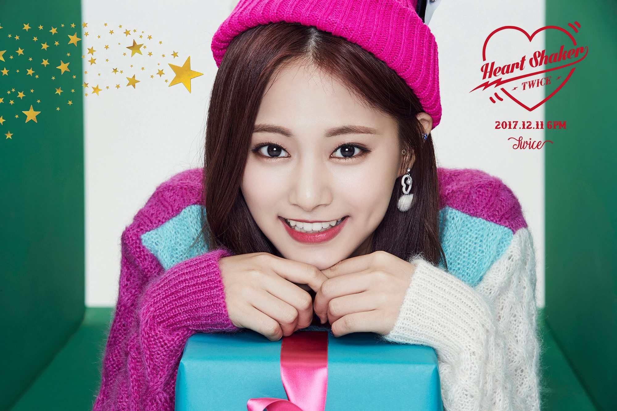 而今年韓國樂壇中排名最高的,就是被粉絲稱讚「漂亮孩子旁邊又是漂亮孩子」的TWICE 門面子瑜!去年排名第8的子瑜一□氣飆了5個名次來到第3名,不只因此成為韓國演藝圈中的「最美」代表