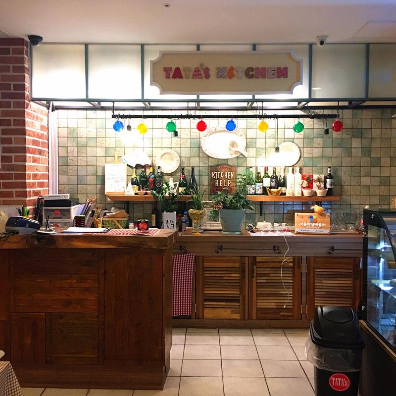 這家Tata's Kitchen是主打日式火鍋的自助餐廳,環境很美,而且性價比極高。成人是14900韓元一位。一進門就有種家一般的溫暖。