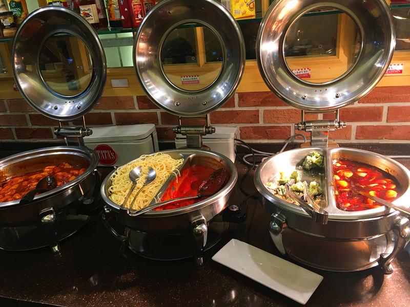 菜品韓式和西式都有。炒年糕、意麵、炸雞、糖醋肉等等,味道都很不錯。