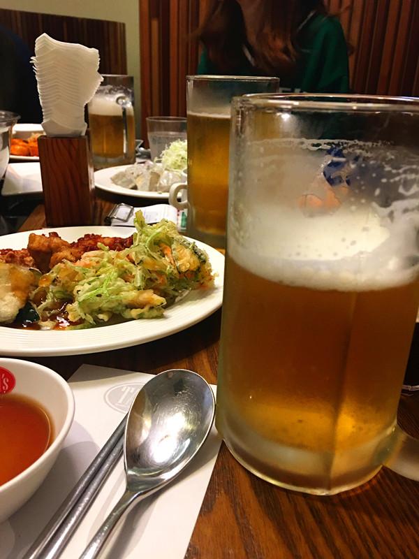 愛喝酒的可以加一份生啤酒無限自助哦。4000韓元提供一個大玻璃杯,生啤酒想喝多少喝多少,非常過癮!