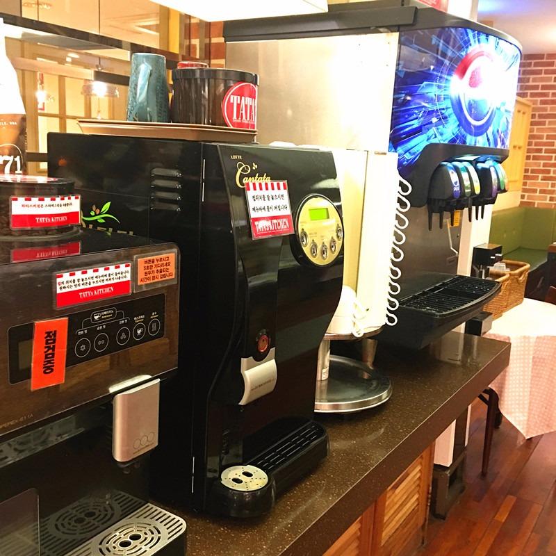 除了啤酒還有汽水、咖啡、牛奶等多種飲品,可以自由選擇。這家店很多家庭聚餐,迎接新年一定很有氣氛!