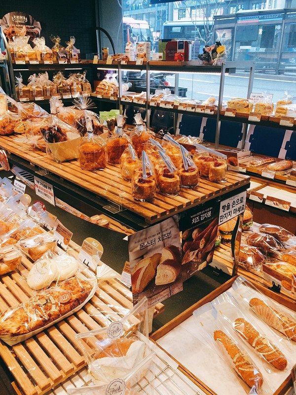 PARIS BAGUETTE售賣的麵包款式非常多,不管是甜的鹹的通通都有,保證大家都會犯上選擇困難症。