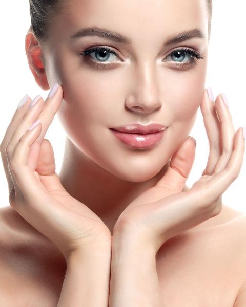 不要敷面膜超過20分鐘 很多人嚮往爆炸水感的「水光肌」,感覺好像只要多敷保濕面膜就能達成,但可要抓住保養時間,片狀面膜敷過久反而乾裂易造成「倒吸」,才應該控制在20分鐘內,如果每次敷的時間過長,反而容易讓肌膚發紅過敏,皮膚敏感的人甚至會發炎,皮膚科醫師建議每次10~15分鐘即可,面膜最主要的目的是為了讓皮膚恢復油水平衡,敷太久皮膚變成有水沒有油,反而會超緊繃一點都不水嫩~