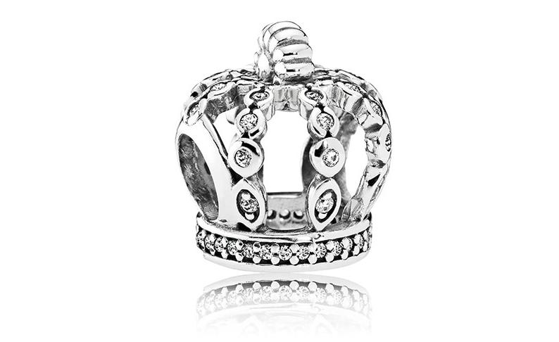 年終派對女王就是妳!!潘朵拉Fairytale Crown 讓妳每場尾牙派對都是全場焦點,獨特設計的皇冠,帶出妳的非凡氣勢。