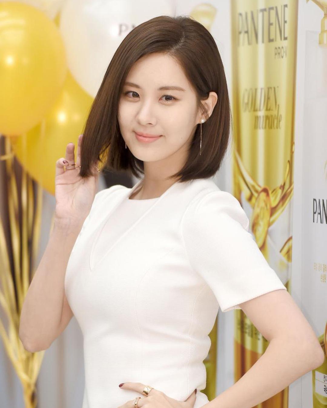 *徐玄 1991年出生 少女時代的忙內徐玄現在已經是一位優雅的大姊姊了,最近還剪了及肩的短髮看起來更加成熟!