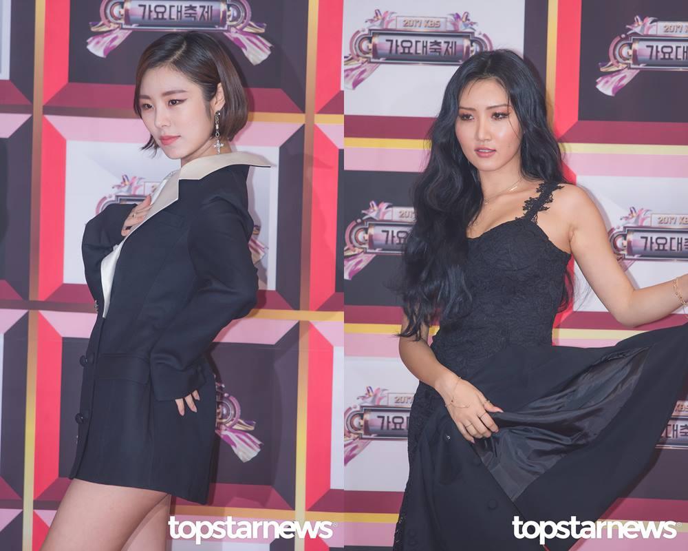 *輝人、華莎 1995年出生 韓國女團中最不像忙內的就是他們兩個!擁有超強氣場的她們現在留著俐落的耳下鮑伯頭以及中分的美人魚波浪捲髮,還記得出道那年剛成年的樣子長什麼樣子嗎?