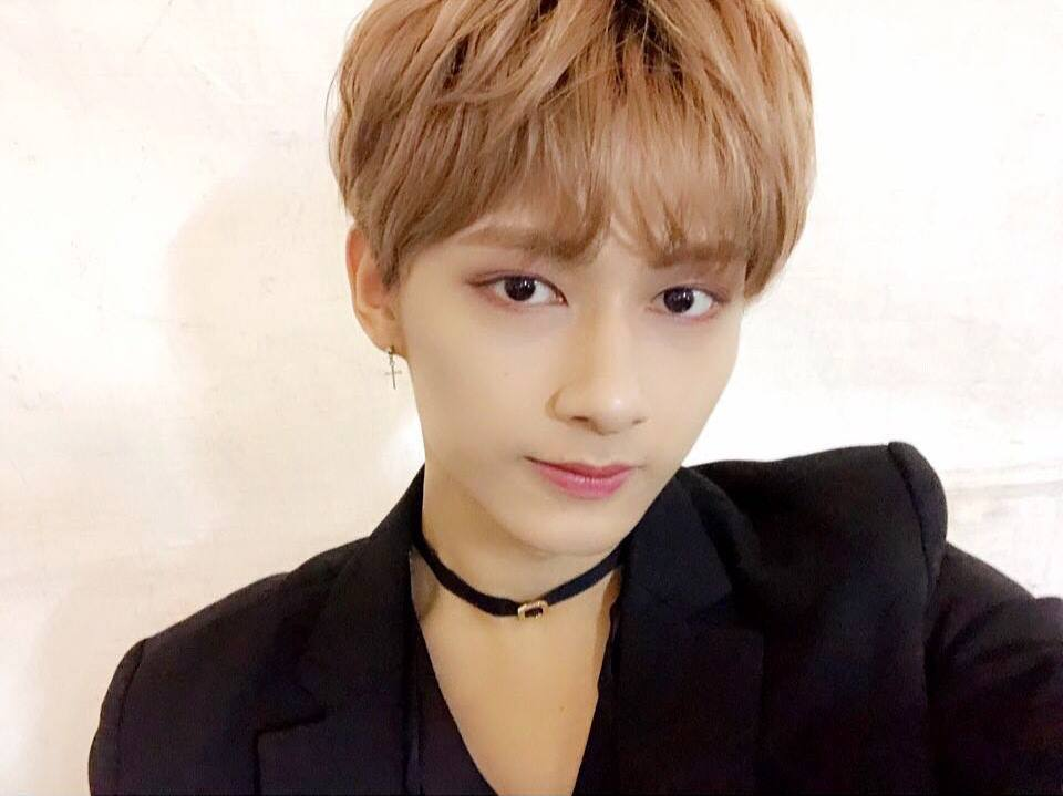*Jun 1996年出生 現在的頭髮剪短,配上抓成流線式的造型與淺髮色,就像美男加一點陽剛的感覺!