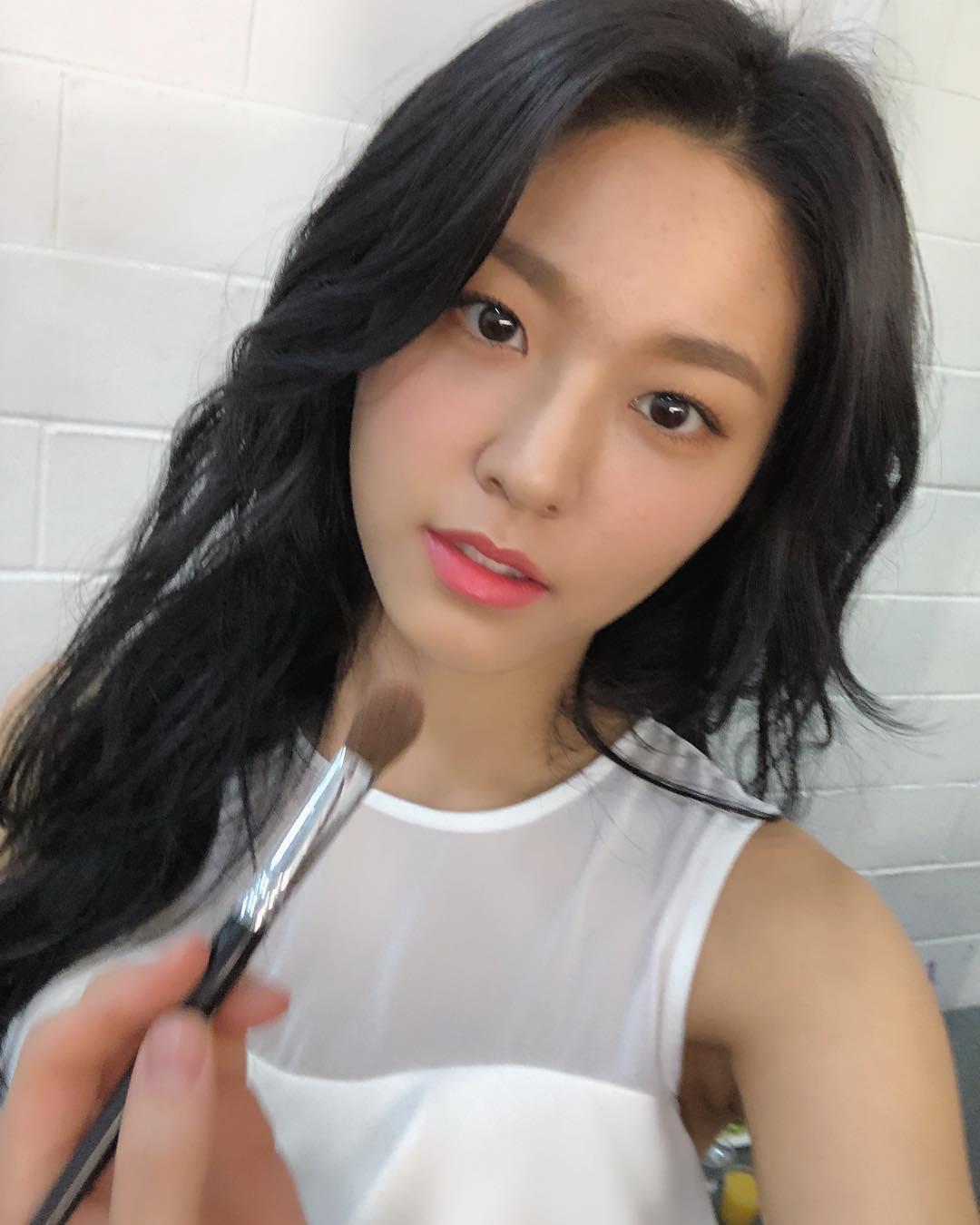 # AOA - 雪炫