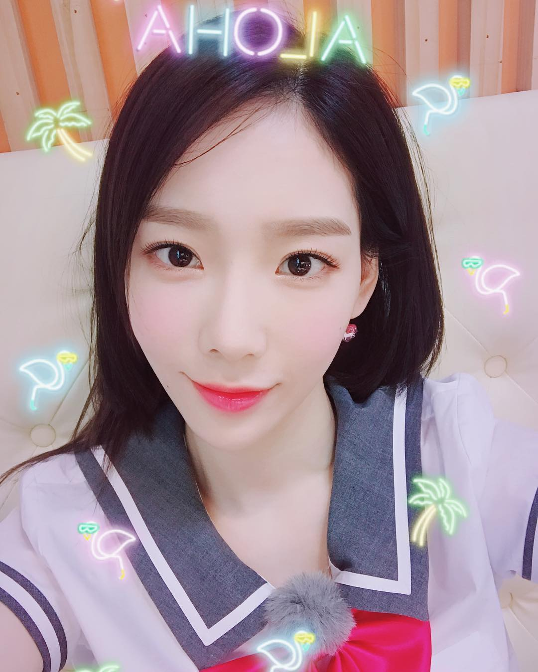 韓國網友曾選出皮膚超白的女偶像,上榜的偶像真的一個比一個還白啊! 今天就讓我們來一起看看,韓國網友心中「小麥肌」女偶像的代表是哪幾位吧~