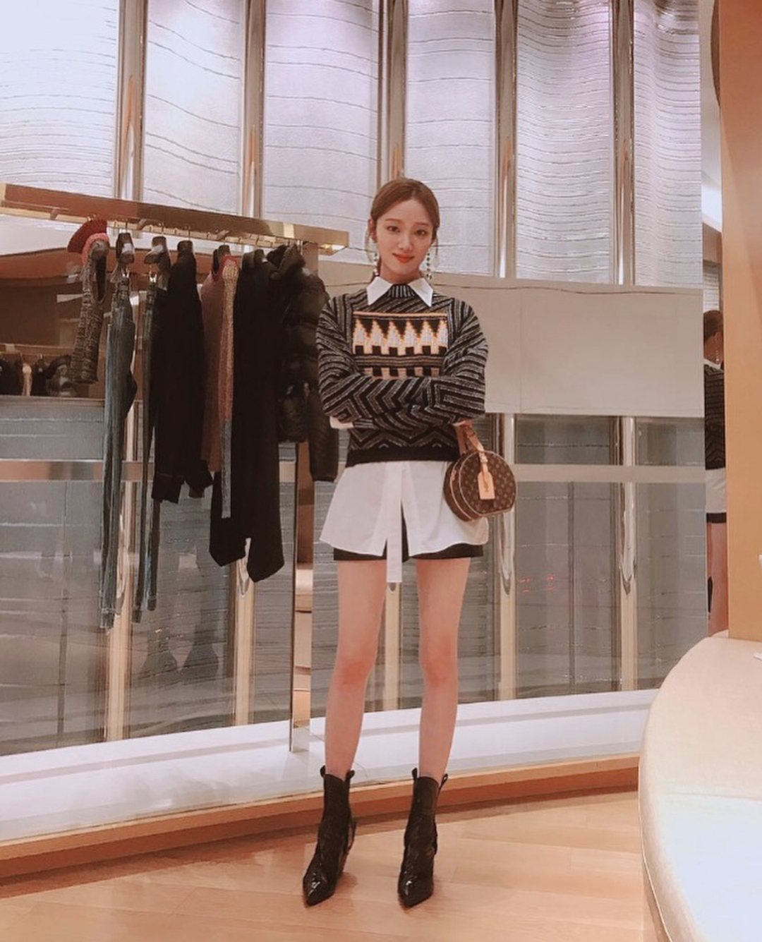 有著極度姣好的身材,那雙大長腿更是韓妞們夢寐以求的腿型,整個人身材比例好到不像話啊!