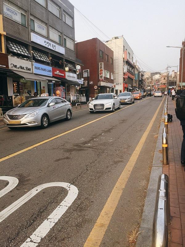 喝完咖啡後還可以一路散步去梨泰院繼續血拼或是吃異國料理~來到韓國千萬不要錯過啦!