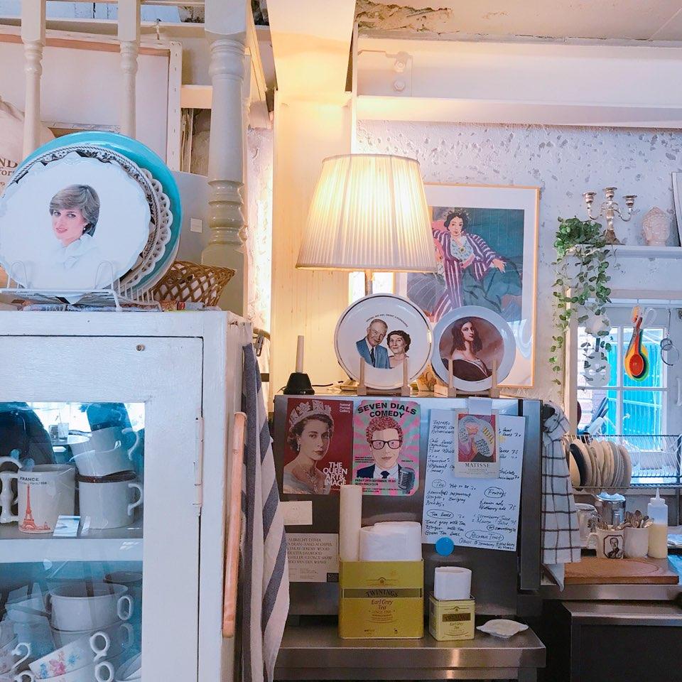 在找這家咖啡廳的路上 雖然一直以為自己走錯路 可是它真的就是在大家一不留心就會錯過的小巷子裡面 可以去到一定能給大家大大的驚喜!!