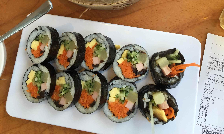 #9 紫菜飯卷 種類很多,比較受歡迎的有金槍魚、牛肉和餐肉等肉類紫菜飯卷~