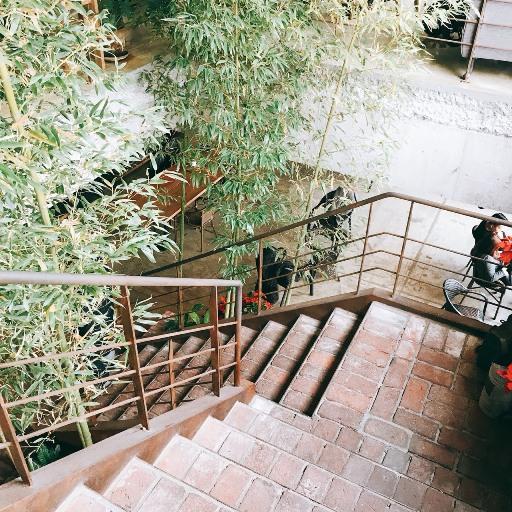 若有時間別忘了到其他的樓層看看,每層樓間有個貫穿中心的樓梯,連樓梯設計都好有味道阿!