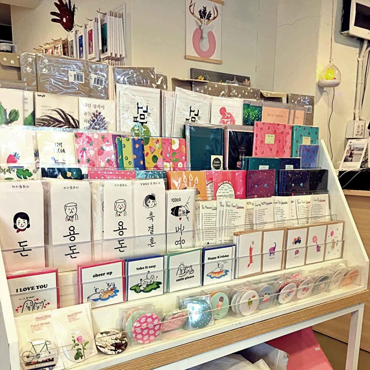 雜貨店鋪怎麼可以不賣卡片呢