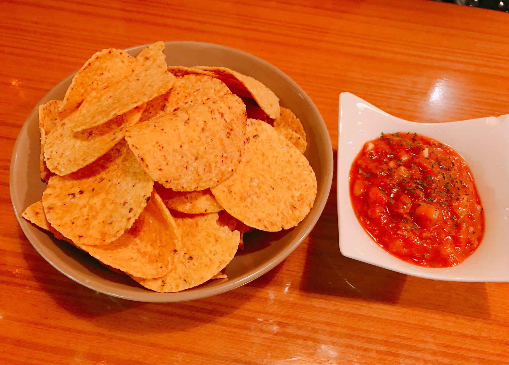 店家表示,墨西哥玉米脆片是這裡最受到歡迎的下酒菜。