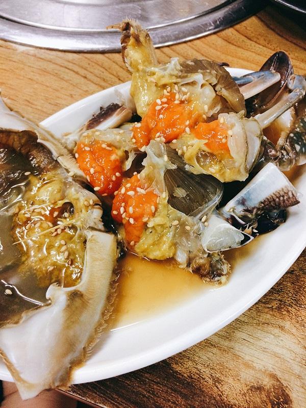 這裡就是一隻醬油醃生蟹的份量,看看那些蟹膏,看到就已經流口水。