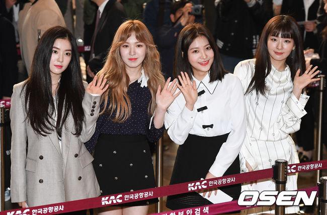 這次訪北的偶像歌手代表Red Velvet更是代表團中年紀最小的成員,據說因為Red Velvet的歌曲在北韓相當受到歡迎.讓才出道四年的她們獲選為「國家Pick」的主因...