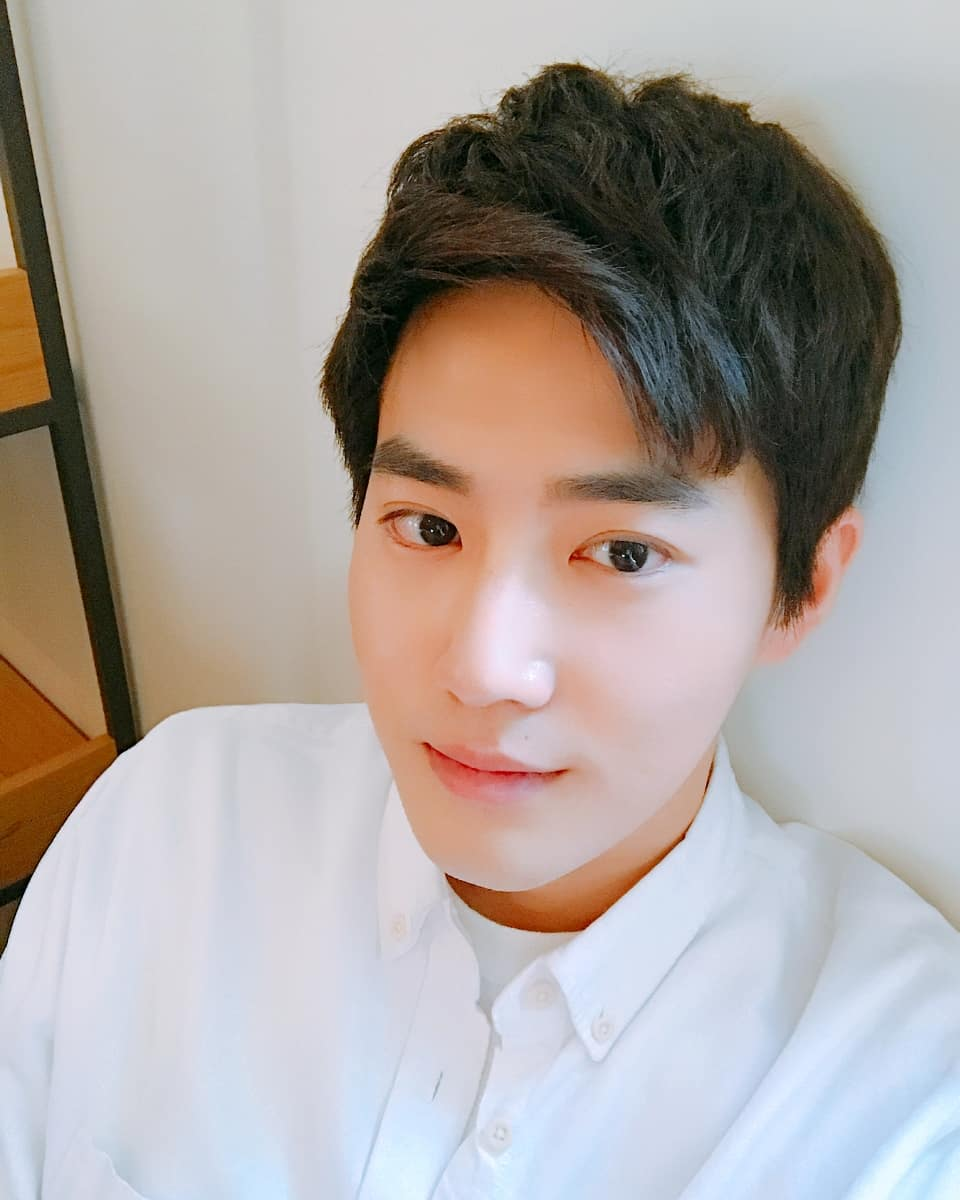 #EXO - SUHO 7年 EXO的隊長SUHO在SM娛樂公司當了7年的練習生,也是EXO裡最長時間的練習生!能堅持這麼久真的很不容易阿~