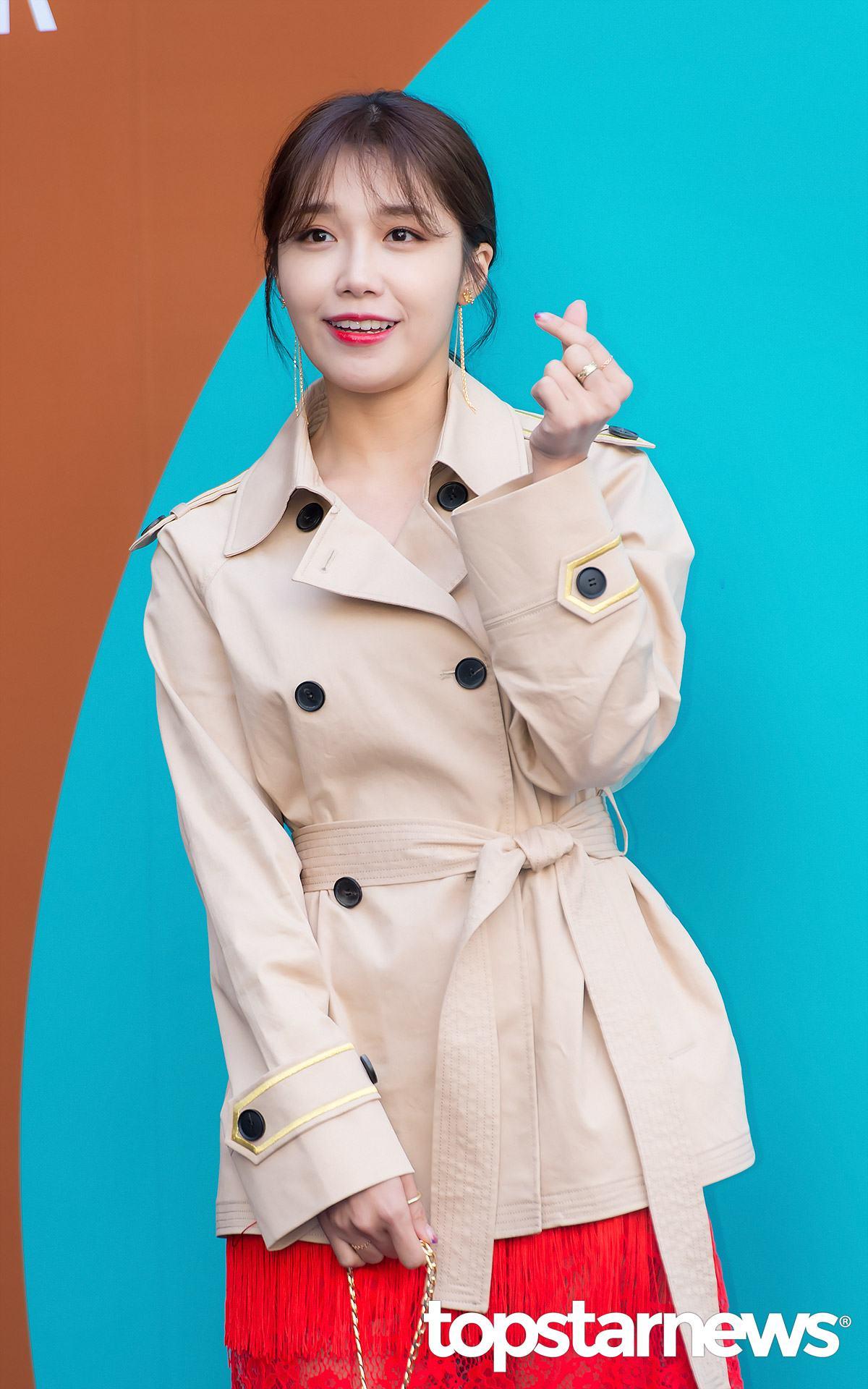 #Apink - 恩地  兩個月 恩地在出道前已因其有力的聲線和不俗的歌唱技巧為人所熟知,更受到包括Super Junior希澈和2AM珍雲等歌手的稱讚,她曾多次表示最初的夢想是成為一名聲樂教練,在出道前並無接受正規訓練的經驗,在參加2011年2月的Apink成員試鏡後,短短兩個月,於4月21日以組合名義閃電出道!