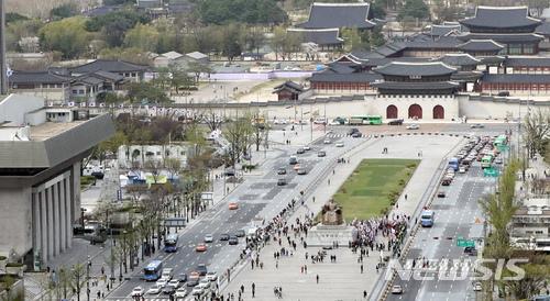 4月10日,首爾市政府及相關單位提出「光化門廣場變更計畫案」,預計重新規劃光化門廣場附近區域,並對景福宮及光化門再次進行修復等計畫