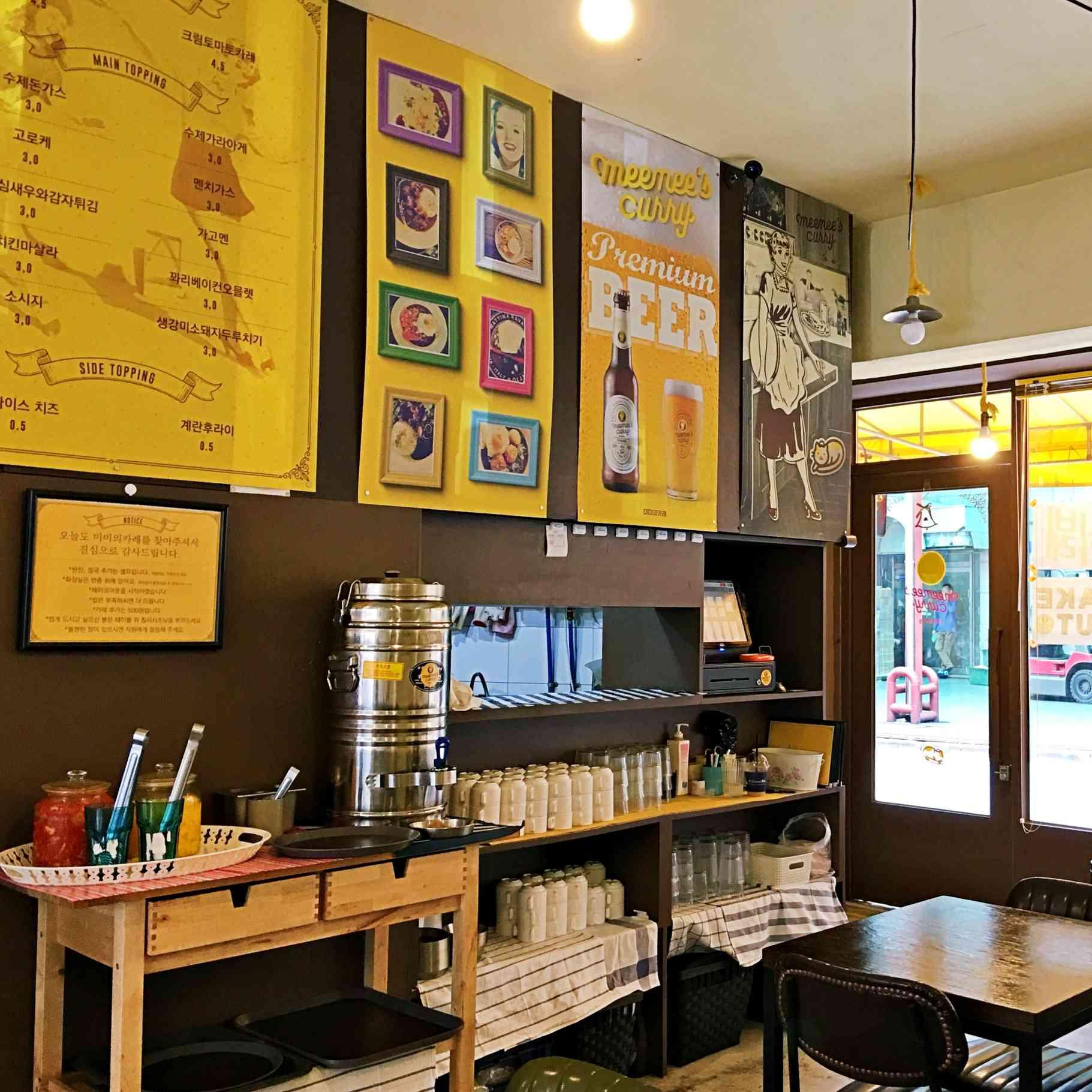 韓式咖哩很流行先選醬,再選主菜。主菜有:炸豬排、魚排、炸雞、炸蝦、炸馬鈴薯等,想要雙主餐或是三主餐也沒問題。