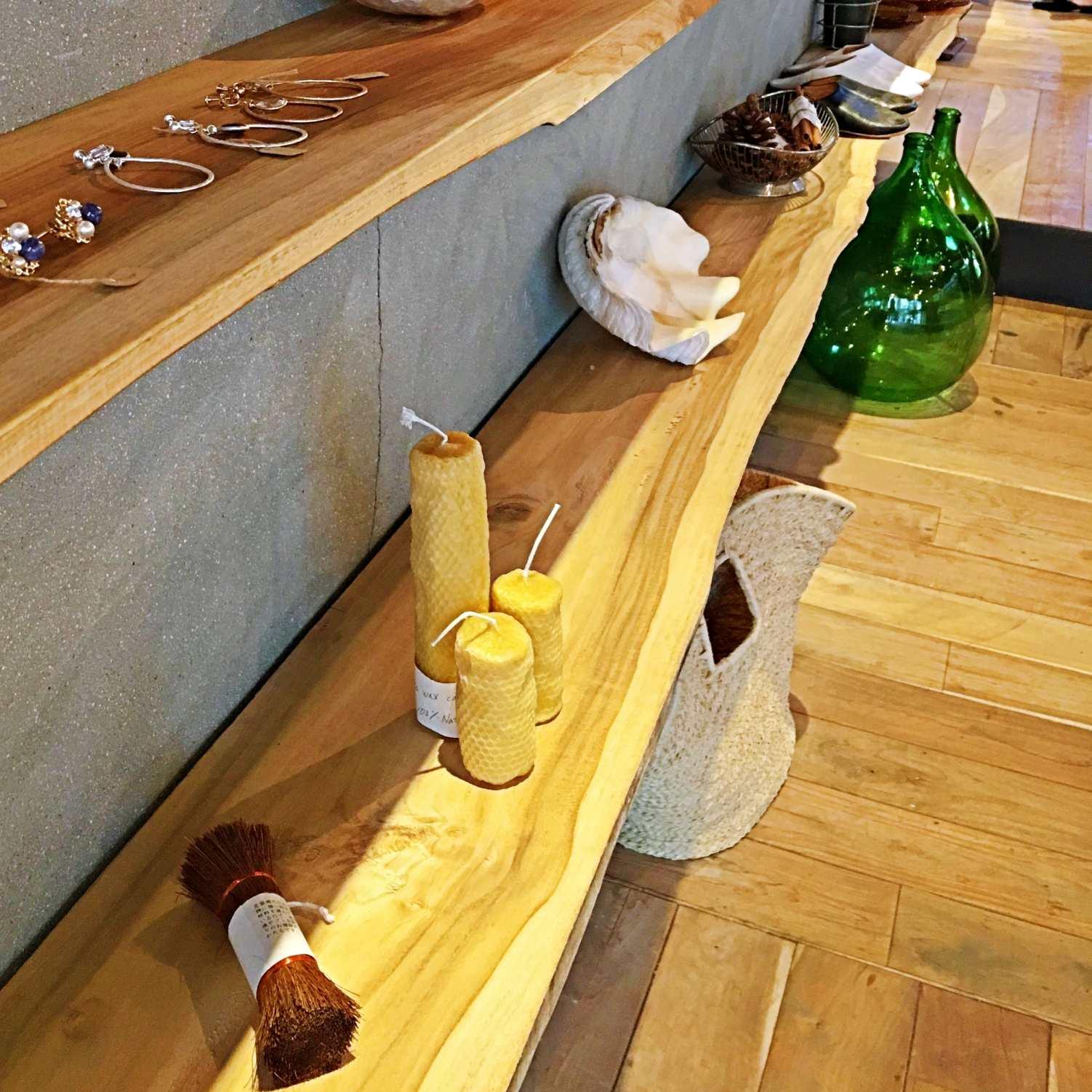 整間店都有一種木質調的香味,他們也有販售蠟燭。