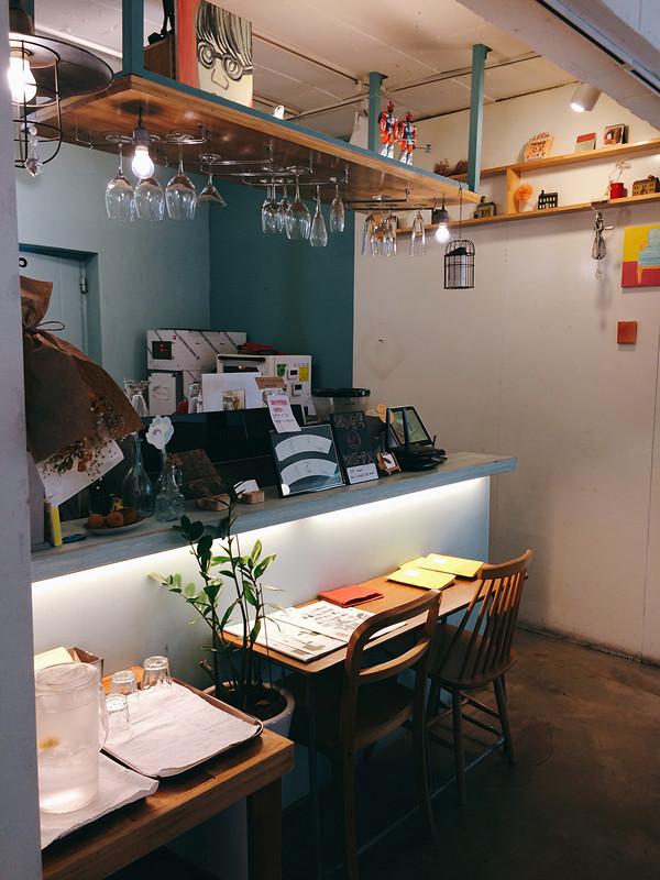 這咖啡廳是半自助服務的,餐牌都放在收銀處旁,大家可以自取,而這裡的舒芙蕾真的是一試難忘的級別,也難怪招牌都放上舒芙蕾作亮點。