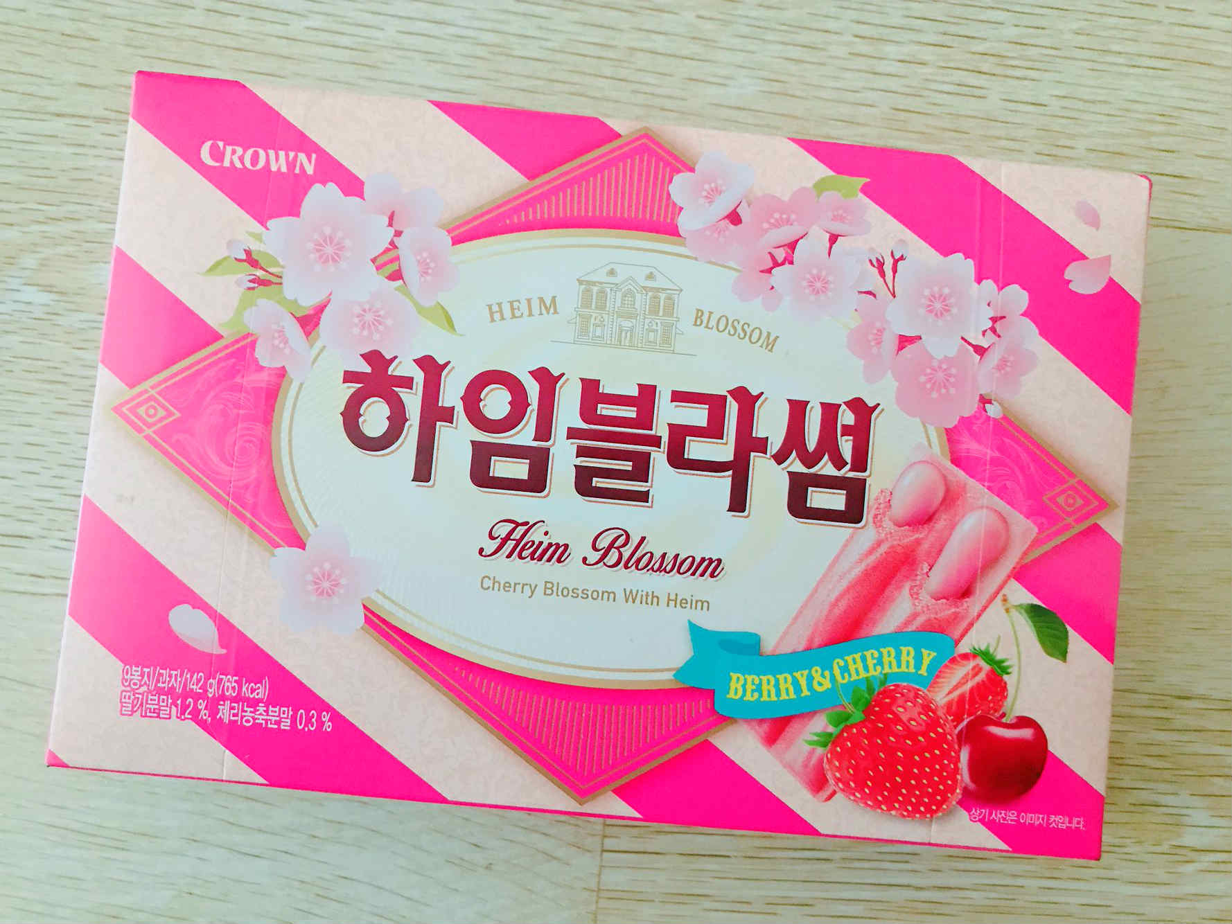 符合櫻花季節,桃紅色的包裝,完全刺激了少女們的購買欲望啊!