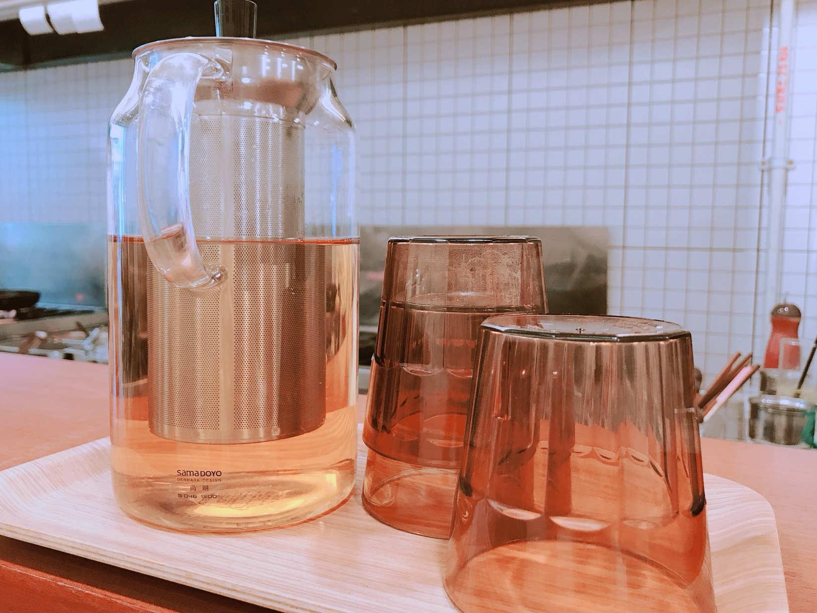 店內附的水也不是隨便準備的,而是日式麥茶唷!