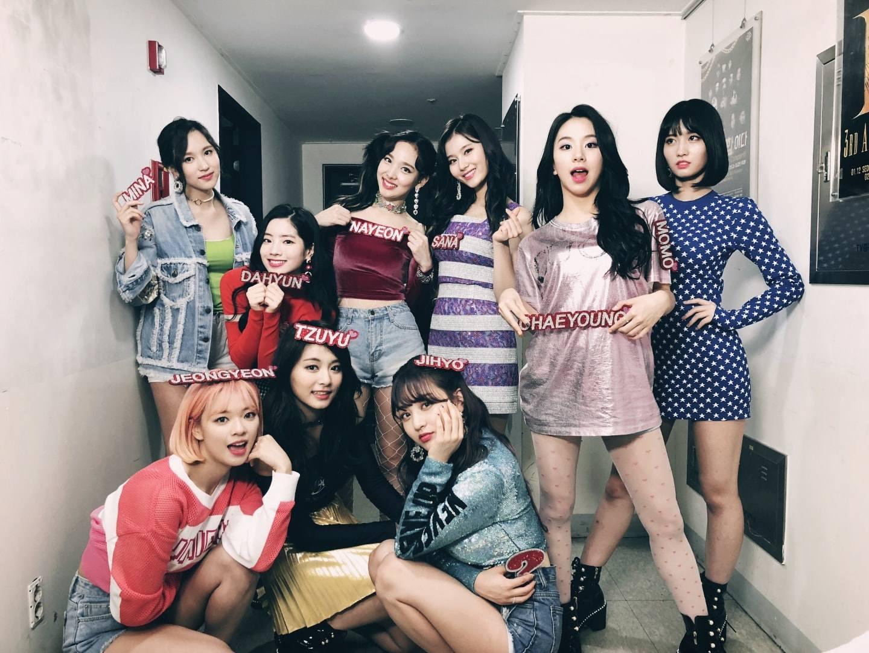 粉絲期待已久的TWICE終於在4月9日,帶著第5張迷你專輯《What is Love?》回歸樂壇,新歌《What is Love?》在17小時8分後正式突破千萬點擊,也讓TWICE成為KPOP 團體最快千萬 MV 第4名!