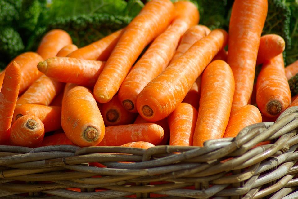 第4名 : 橘黃色蔬果 13 % 像是紅蘿蔔,黃甜椒,南瓜等,都是屬於橘黃色蔬果,紫菜飯捲裡少了紅蘿蔔好像就少了一種味道阿~~
