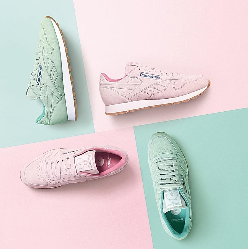 首先就是這款嫩粉跟嫩綠色,基本款的鞋型,但是配上鞋舌上的熊大跟兔兔的圖案,是不是超級可愛?