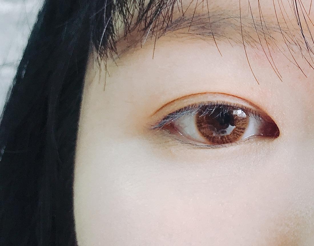 先來看一下偽少女的素眼,就是超級沒有精神的那種!每次只要沒有畫眼妝,都會被關心是不是沒睡飽那種XDD