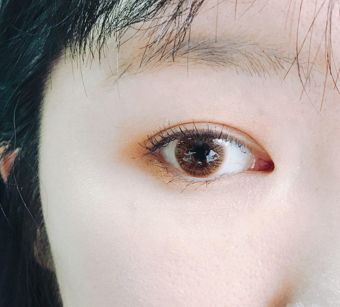 就算畫上睫毛膏、眼影,但是整體的眼神、深邃度還是有差!所以眼線對於女孩來說真的是很重要啊!可以說是女神跟一般人的差別了吧XDD