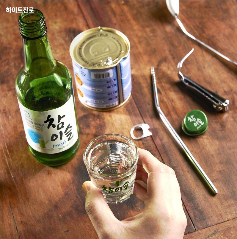韓國燒酒市場占有率一位的真露,是韓國代表的燒酒!! 但最近韓國網民都表示這根本是水,到底是什麼原因呢?!