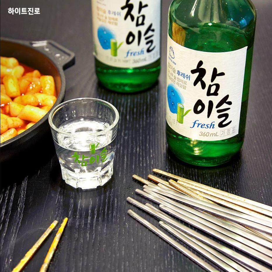 這次降低度數,真露主張反映出韓國喝酒文化的改變,人們都開始偏好度數較低的酒,但韓國市民卻不是這樣想...