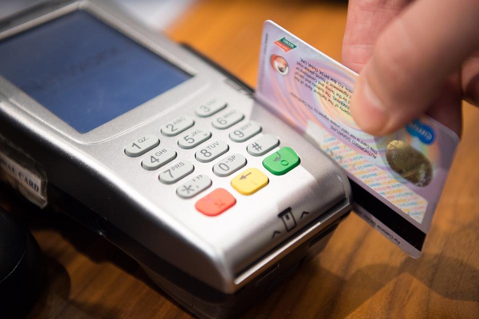 更多的韓國人早已習慣使用信用卡或是手機來支付,不但便利又可以節省時間來找零錢。