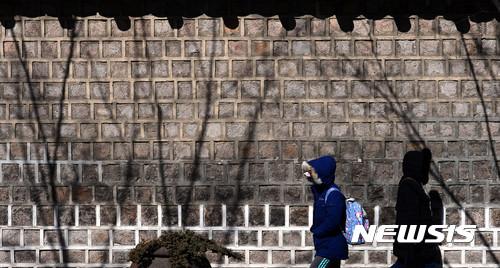 建築學家表示石牆路是很好的約會地點,人不會很多,也不用害怕別人的視線!! 而且德壽宮石牆路附近有很多大使館,守衛多,在晚上也很安全!!