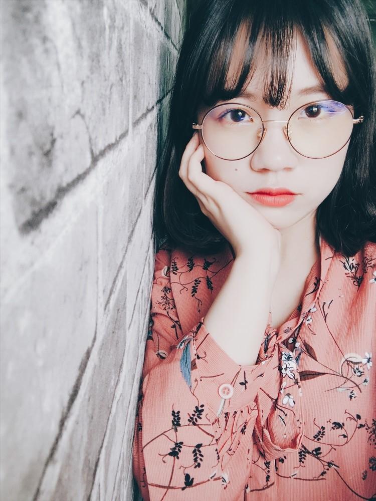 就連韓國女生也愛用眼鏡做搭配,這次女孩可不能錯過啊!選擇適合自己的小清新款式,配上衣服單品,絕對可以讓你的氣質度破表啊!