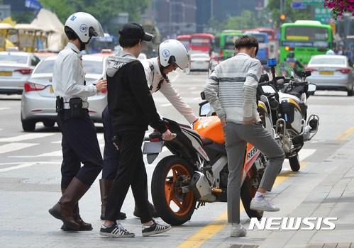 不論在台灣還是韓國,機車的交通意外不罕見,大家騎車真的要小心!!