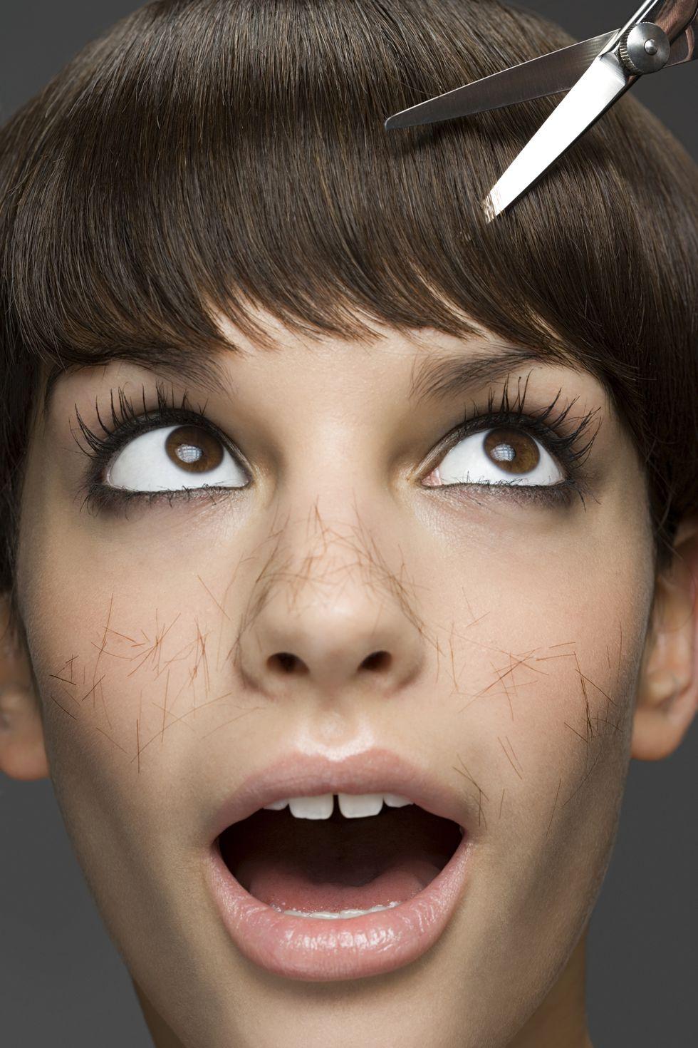 2.是否能夠忍受瀏海的刺痛感? 為了預留一點長度夾內彎,空氣瀏海的最佳長度是在眉毛下方、眼睛上方位置,對於一些不能夠忍受頭髮刺眼的女生來說,簡直是一秒也不能容忍,特別是在夏天的時候,汗水配上刺眼瀏海,光用想的就受不了啊!