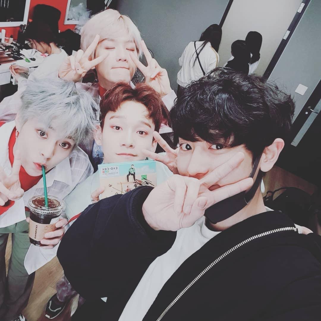 帶著第二張迷你專輯《Blooming Days》回歸樂壇的EXO-CBX,時隔一年半的回歸也讓粉絲們都相當期待,EXO的其他位成員也紛紛現身為小分隊加油打氣,也再次見識到EXO成員們間的好感情~