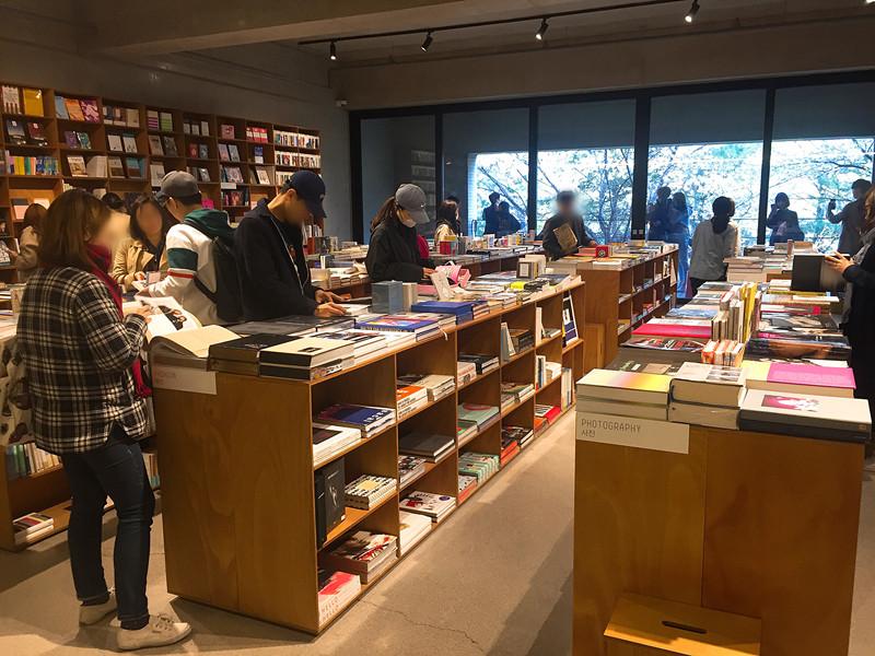 3樓是書店PARRK,看不懂韓文書沒關係,那就享受一下逛書店的氛圍吧
