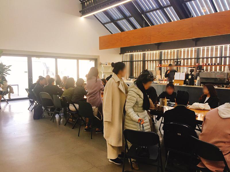 接著來到4樓的咖啡店MANUFACT,挑高的建築讓人沒有壓迫感呢~ 不過假日來咖啡店的話真的要夠幸運才有位置坐呢ㅜㅜ