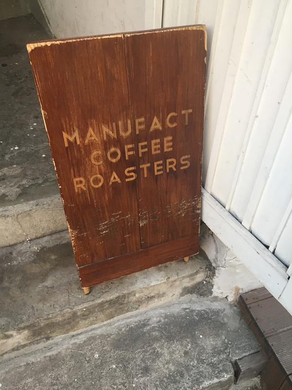 其實MANUFACT這間咖啡店總店位於延禧洞(연희동)附近呦!有興趣的朋友可以去找看看!