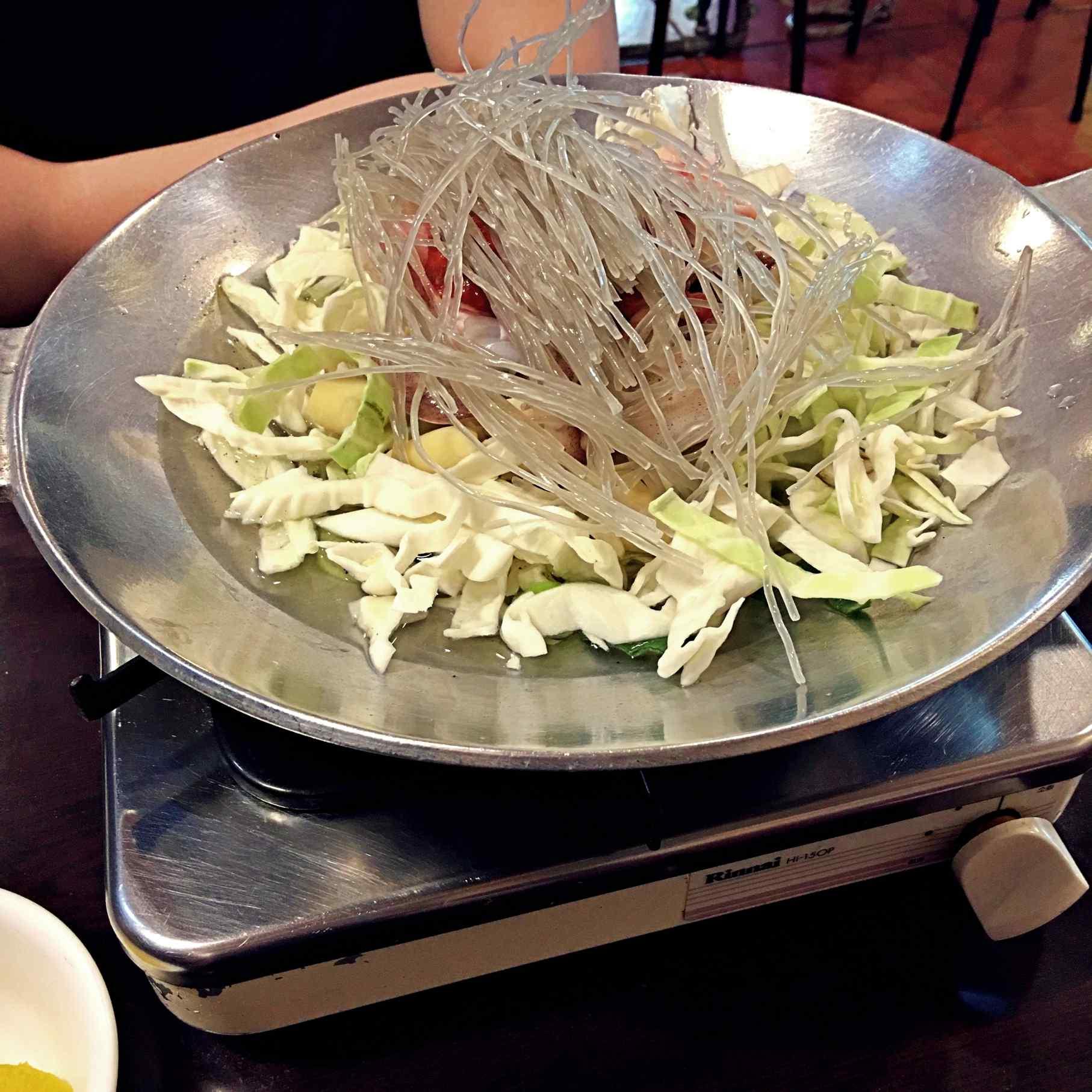 小編選了辣炒小章魚+豬肉,有加點起士。